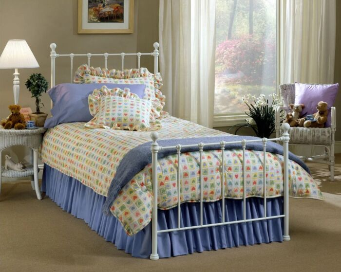 Hillsdale Furniture Molly Queen White Metal Bed 1222-570